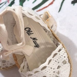 Old Navy Shoes - 10/$25 Old Navy Crocheted white crib shoes size1